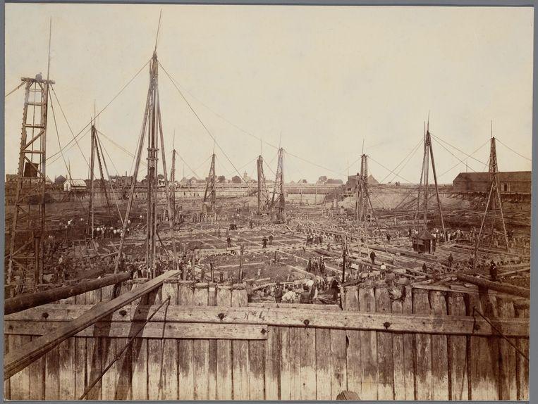 Oranjesluizen in aanleg, september 1869.  Beeld Stadsarchief Amsterdam