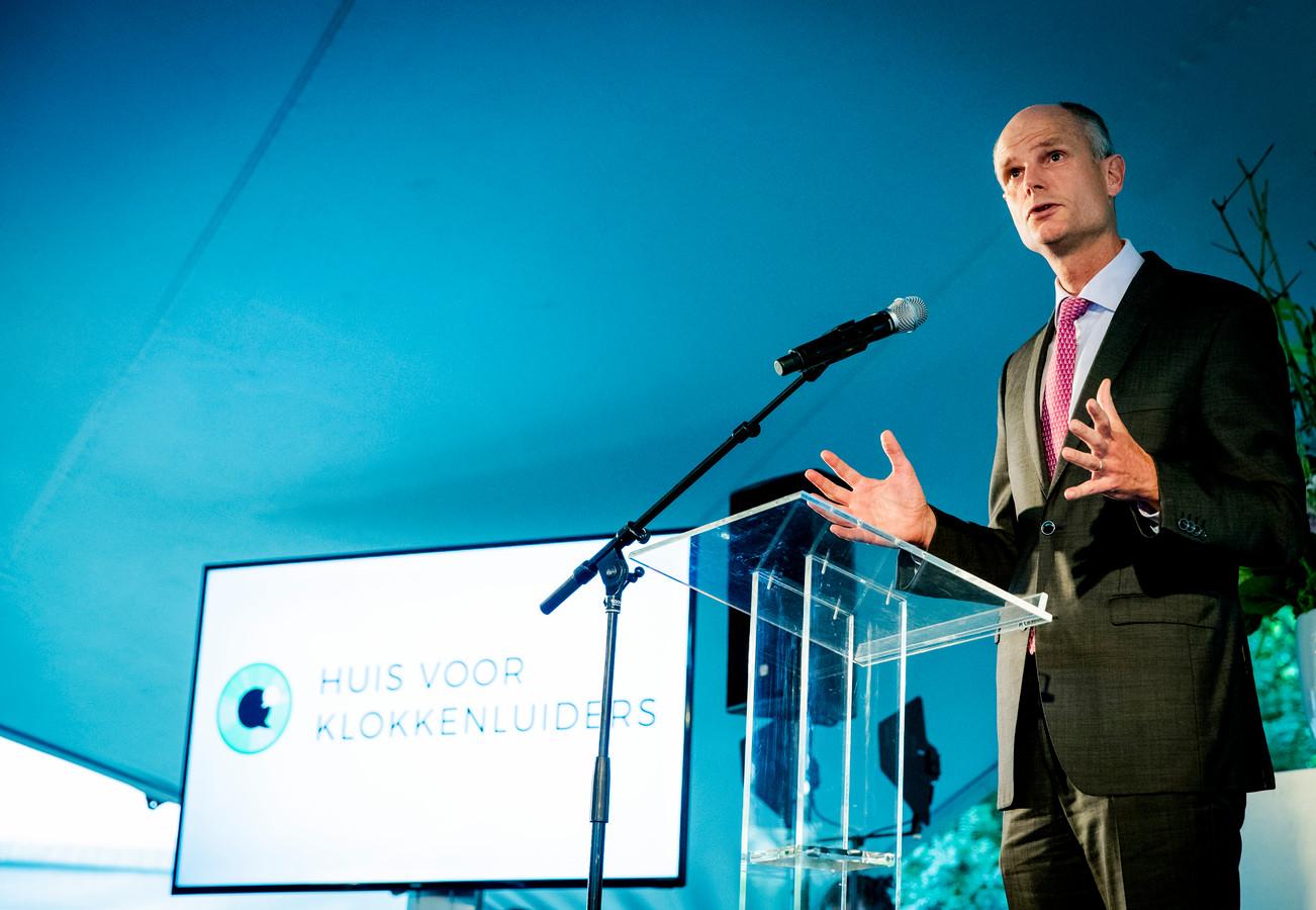 Minister Stef Blok tijdens de opening van het Huis van de Klokkenluiders