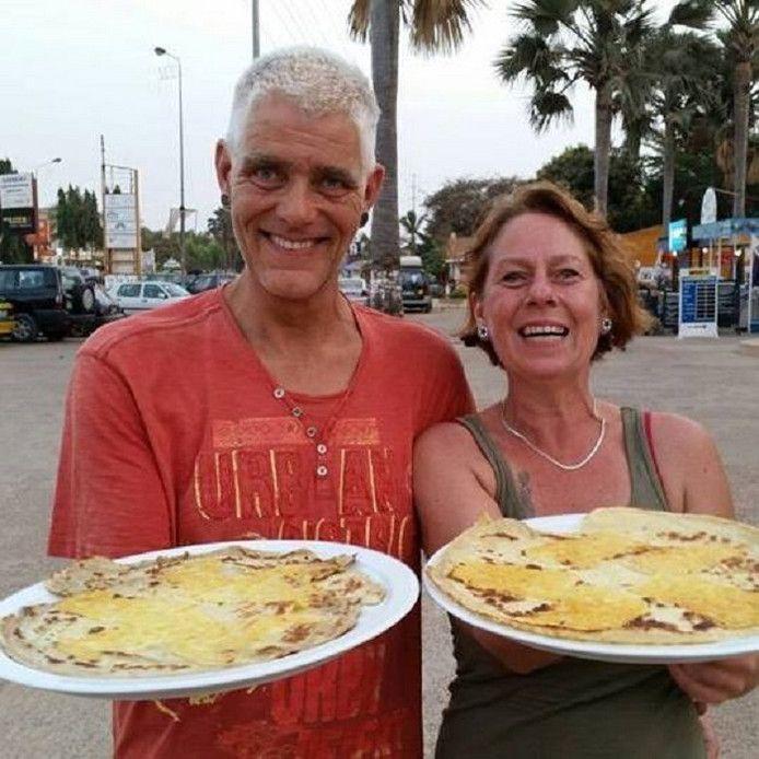 Theo en Jolanda gaan gewoon door met pannenkoekenbakken.