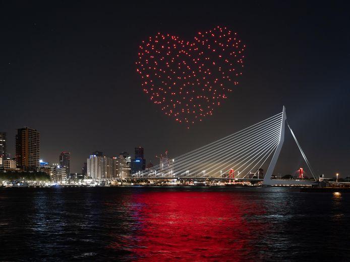 Een gigantisch hart vormde zich boven de Maas.