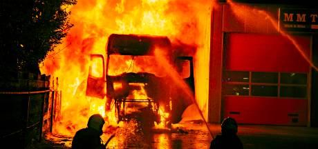 Brandstichting bij transportbedrijf in Doesburg waarbij slapende chauffeur ernstig gewond raakte was 'opdracht concurrent'