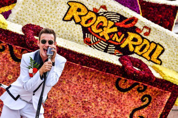 Het was swingen op de Rock and roll-wagen van Blozen met deze enthousiaste zanger.