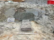 Archeologen ontdekken eeuwenoude graven bij Oude Raadhuis in Oud-Beijerland: 'Dit is uniek'