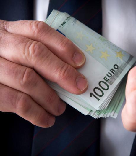 Man die geld van de weg raapte in Nieuwendijk meldt zich bij politie