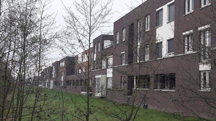 De huisvesting van vijftien arbeidsmigranten in een tussenwoning aan het Fort leidde tot veel ophef. De gemeente trok de vergunning in.