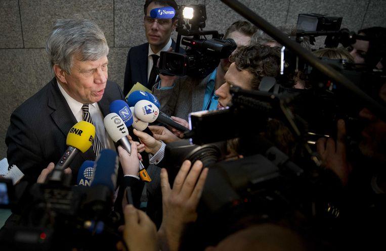 Minister Ivo Opstelten van Veiligheid en Justitie staat journalisten te woord. Beeld ANP
