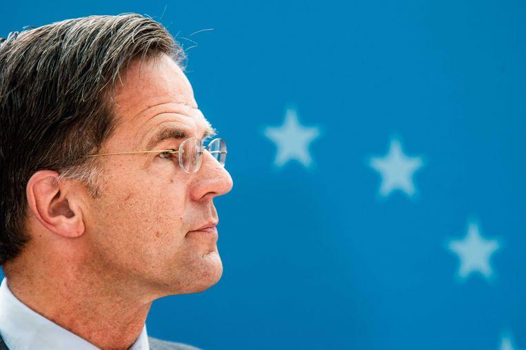 Demissionair premier Rutte staat de pers te woord na afloop van de Europese top, vrijdagmiddag.  Beeld ANP