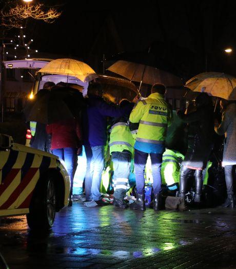 Auto rijdt door na aanrijding Renswoude, slachtoffer blijft zwaargewond achter: politie is op zoek naar de dader
