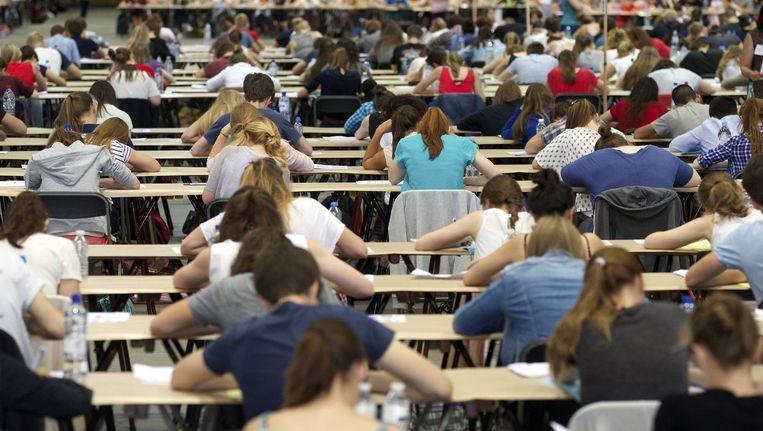Elk jaar nemen bijzonder veel studenten deel aan het toelatingsexamen geneeskunde en tandheelkunde. Beeld BELGA