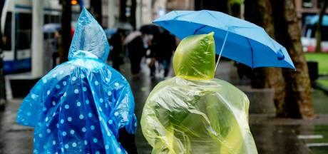 Regenjas aan en paraplu mee: het blijft nog wel even herfstweer