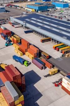 Enorme schade in Hasselt: vrachtwagens opengesneden en leeggeroofd