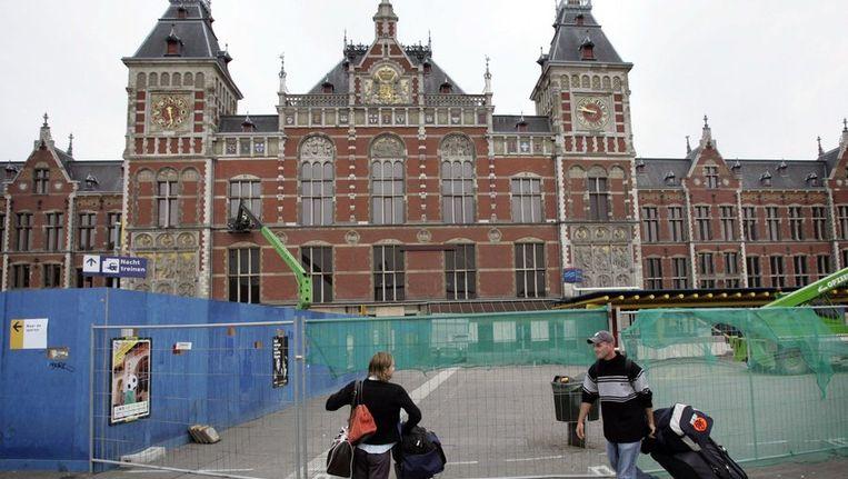 De hoofdingang van Amsterdam CS, vlak voordat het werd gesloten in 2004. © ANP Beeld