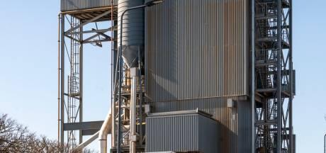 Veel en veel te veel kankerverwekkende stof dwarrelt vanuit asfaltcentrale neer op Den Bosch