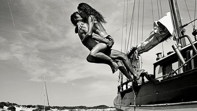De Nederlandse antropologe Marlot Caspers en Argentijnse kapitein Hugo Pazos leven er grotendeels op hun houten zeilboot Beeld Petrovsky & Ramone