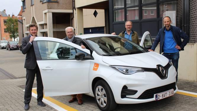 Huisvestingsmaatschappij parkeert deelwagen voor huurders en personeel in centrum Halle