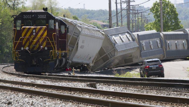 De ontspoorde trein bij Philadelphia Beeld REUTERS