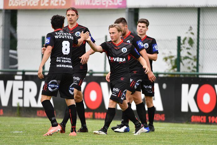 Zes verschillende spelers zorgden elk met één of twee doelpunten voor de 0-8-eindscore tegen Berlaar-Heikant.