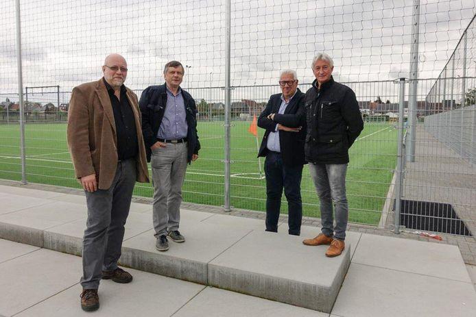 V.l.n.r: Ronny Heuvinck, burgemeester François Saeys, René Mergan en schepen François Willems.