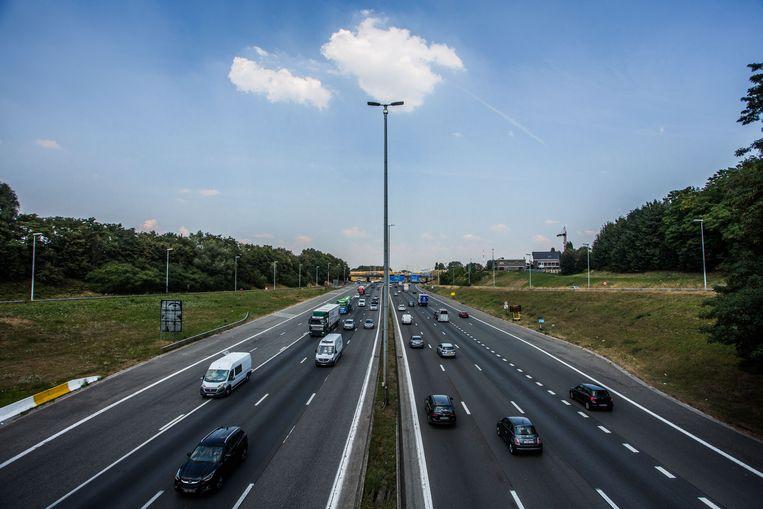 De huidige plannen willen doorgaand en lokaal verkeer scheiden, maar die 'de facto' verbreding stoot op protest. Beeld thomas legreve