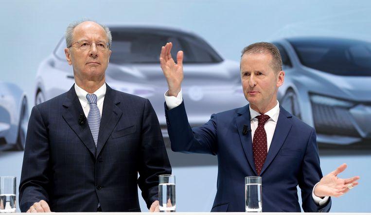 Huidige topman Herbert Diess (rechts) en president-commissaris Hans Dieter Pötsch, tijdens een persconferentie in Wolfsburg.  Beeld AP