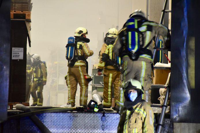 Grote delen van de productie zaten helemaal onder de rook door de brand bij Grandeco in Tielt.