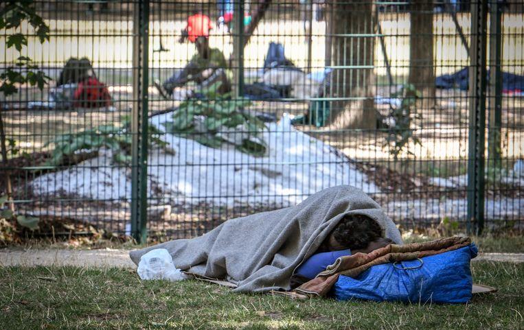 """Met honderden huizen ze weer in het Maximiliaanpark in Brussel. """"En dat terwijl andere burgemeesters net superstreng optreden"""", zegt politiechef"""