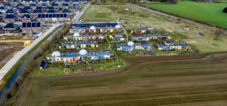 Gifvrije zone naast aardehuizen in Olst oplossing voor conflict: 'Met ruziemaken schiet je niks op'