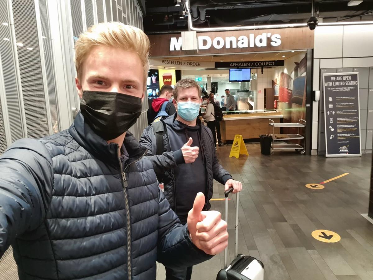 Martin en Koen op Schiphol.