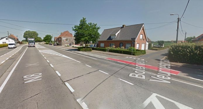 Het gaslek deed zich voor op het kruispunt van de N8 met de Boterweg in Vleteren.