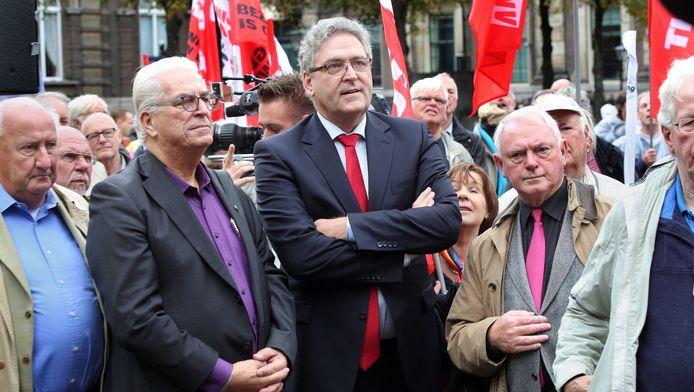 Tweede Kamerlid Henk Krol (midden) en voorzitter Jan Nagel (tweede van rechts) van 50PLUS, vorige week in Den Haag tijdens een manifestatie van ouderenorganisaties en de vakbonden FNV en CNV.