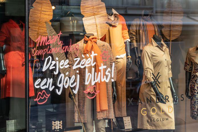 Verschillende complimentjes sieren de etalages van de Truiense winkels.