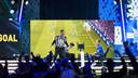Bryan Hessing viert een doelpunt tijden de eDivisie Finals in AFAS Live.