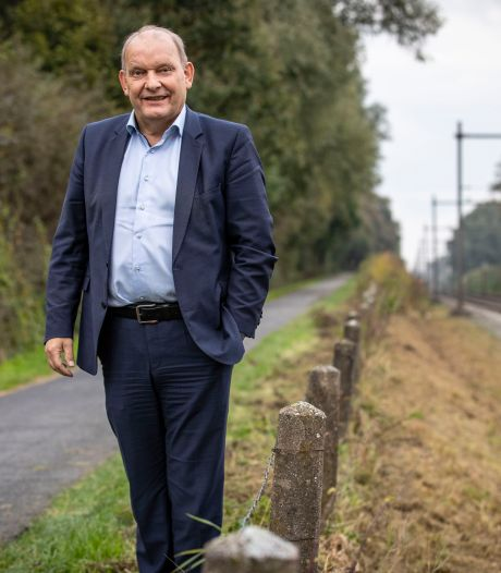 Wethouder Nijhuis neemt voorzet Bad Bentheim over fietspad De Lutte-Gildehaus graag aan