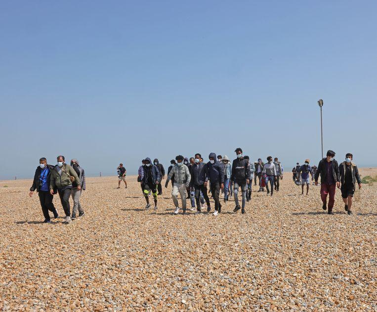 Recordaantallen migranten hebben geprofiteerd van de kalme zee bij het maken van de oversteek van Calais naar Kent.   Beeld Brunopress