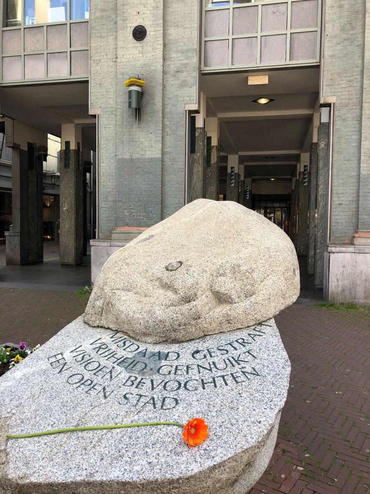 Ode aan Peter R. de Vries bij de voormalige gevangenis aan het Leidseplein en de Lange Leidsedwarsstraat. Beeld FLOOR VAN SPAENDONCK EN GIJS STORK
