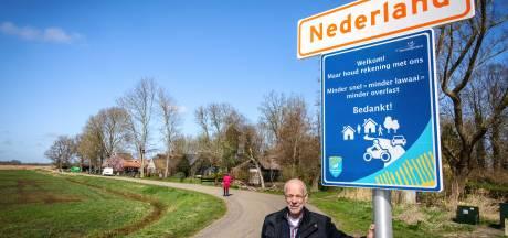 Borden moeten verkeersoverlast in buurtschap Nederland verminderen: 'Beroep op fatsoen'