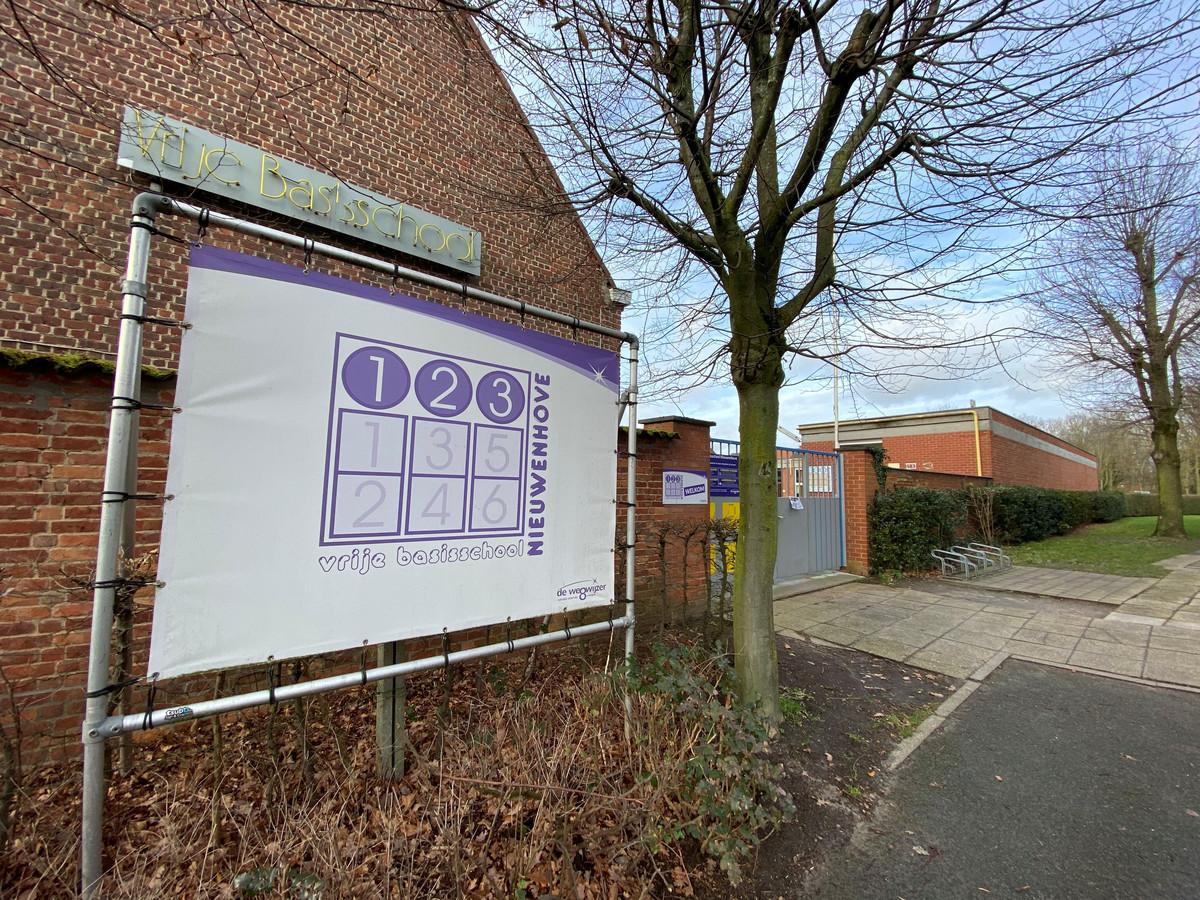 Deze gebouwen van de Vrije Basisschool in Nieuwenhove bleven donderdag leeg.