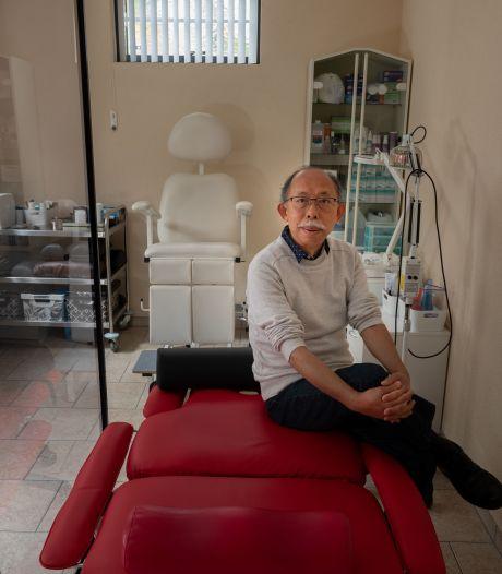 Acupuncturist Quan (63) maakte zich geen zorgen over de praktijk: hij hoefde alleen maar te kijken hoe hij weer kan beginnen