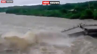VIDEO: Voetgangers ontsnappen aan de dood op instortende brug