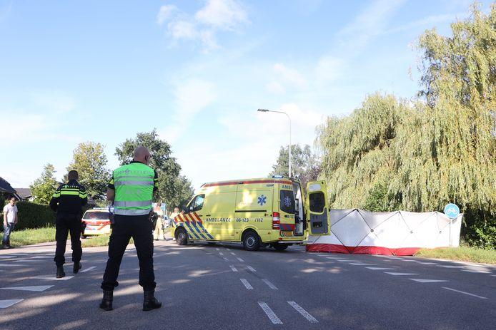 Oud-motorcoureur Boet van Dulmen overleed donderdagochtend in Ammerzoden. De 73-jarige fietser kwam in botsing met een bestelbus.