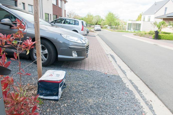 """Bpost zet zogenaamde """"overlastzakken"""" op vaste plaatsen, waar de postbodes ze dan oppikken."""