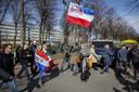 Actievoerders bij het Malieveld. De zogenaamde koffiedrinkers sluiten hun protesttour in Den Haag af. Ze hebben wekenlang (met name op het Museumplein) gedemonstreerd tegen de coronamaatregelen.