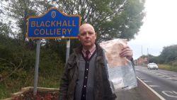 Mysterieuze verschijning van bundels bankbiljetten in Engels dorp