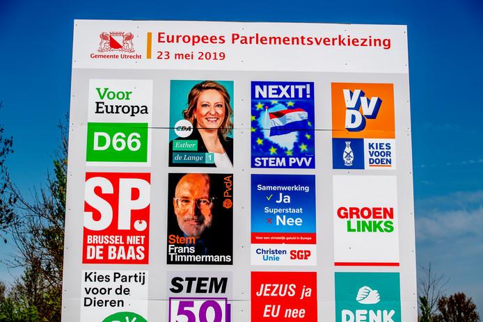 Zestien partijen doen mee aan de verkiezingen voor het Europees Parlement.