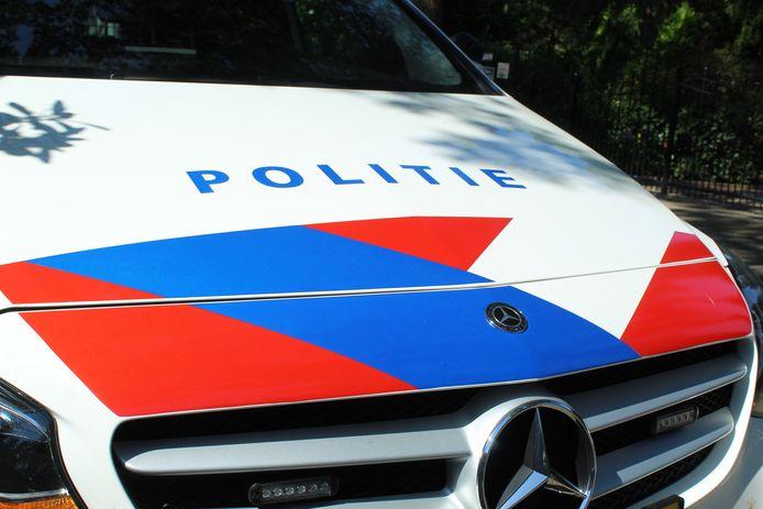Na een flinke achtervolging wisten agenten in Alphen een wagen met drie inzittenden klem te rijden.
