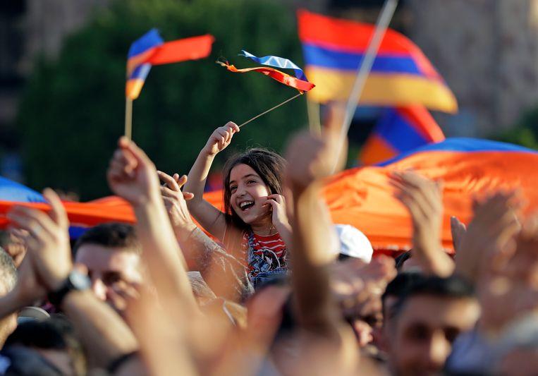 Demonstranten woensdag in de straten van Jerevan.  Beeld AP