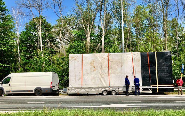 Bertem: bestuurder met bestelwagen uit verkeer geplukt door wegpolitie VlaBra omdat lading te groot was.