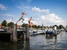 Eerste straffen uitgedeeld voor zwemmen in de havens van Sliedrecht