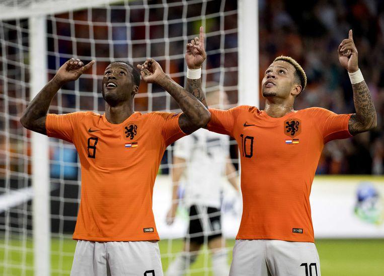 Mephis Depay en Georginio Wijnaldum vieren hun 3-0 tegen Duitsland tijdens de Nations League.  Beeld ANP