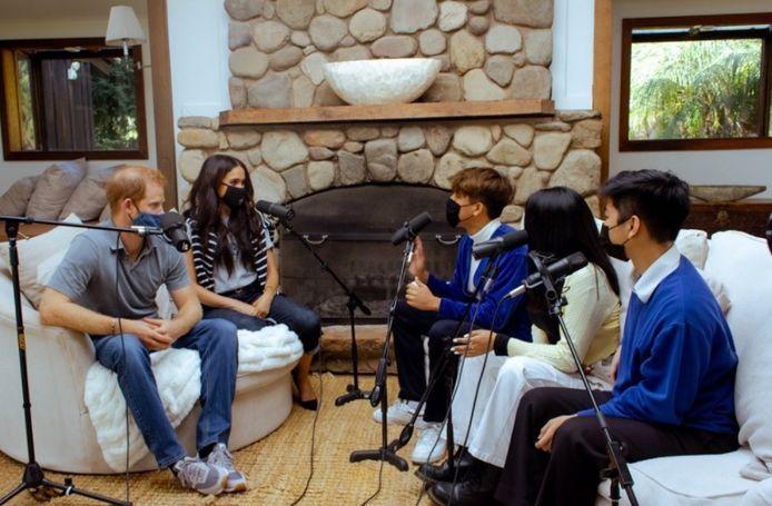 Harry en Meghan tijdens de opnames van de podcast Teenager Therapy.